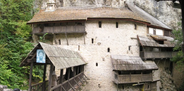 Manastir, lepo mesto za batinjanje