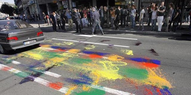 Umesto Parade, fleke na asfaltu