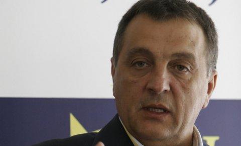 Zoran Živković: Predaja Šarića služi za obračun Vučića sa Dačićem ..